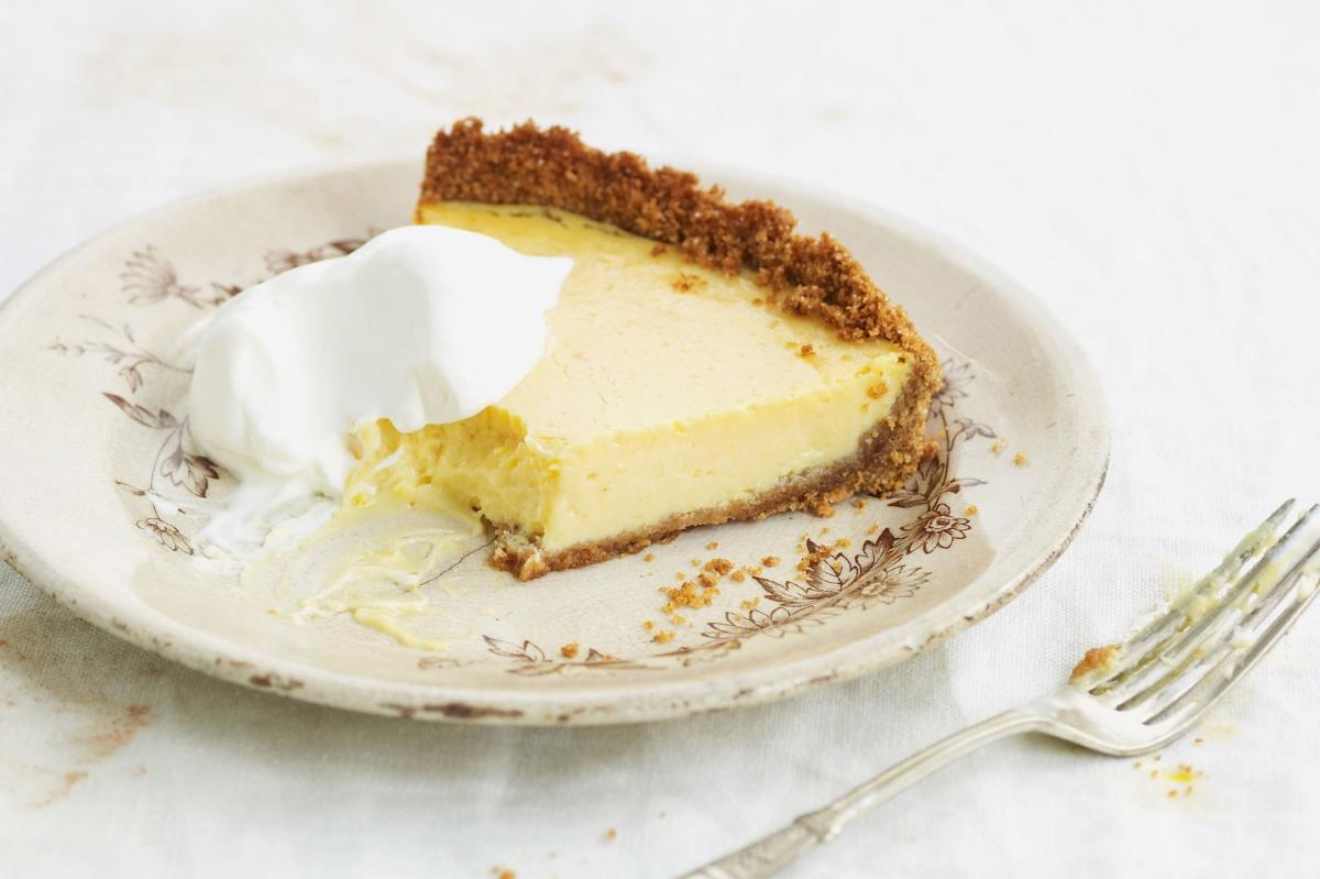 5 ingredientes y 5 pasos para preparar una Tarta de limón