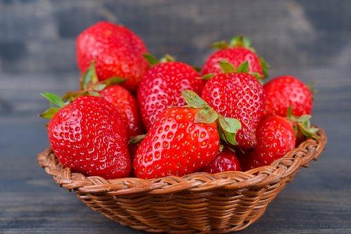 strawberries-3429141__340.jpg